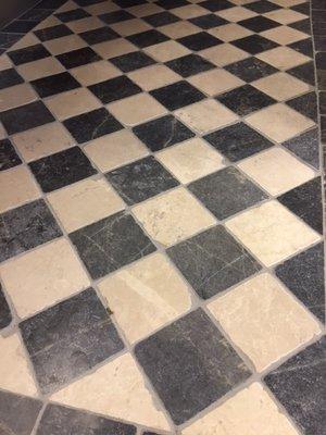 Vloertegel Dambord vloer beige marmer en Turks hardsteen anticato 10x10x1