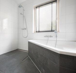 wandtegel Kerabo wit glans gerectificeerd 30x60 - badkamer
